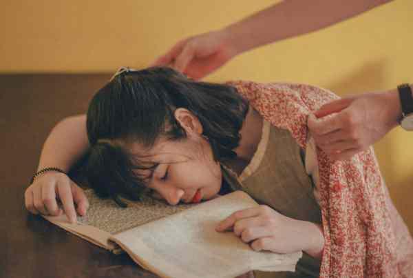 müde Kinder - Aromatherapie hilft