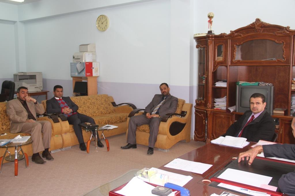 كلية القانون / جامعة القادسية عقدت الحلقة النقاشية بعنوان (نظرة في قانون التضمين النافذ 31 لسنة 2015 )