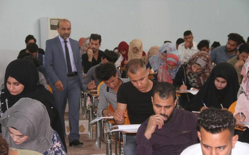 السيد عميد كلية القانون جامعة القادسية الاستاذ الدكتور ميري كاظم الخيكاني المحترم يتفقد الامتحانات النهائية لطلبة الكلية