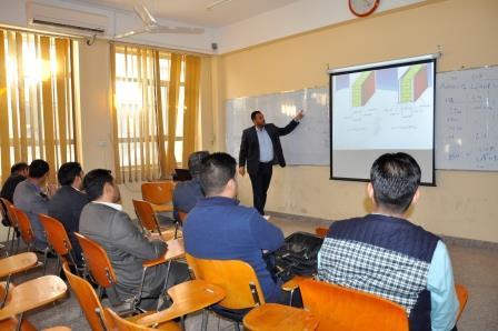 كلية الهندسة في جامعة القادسية تقيم ورشة عمل تحت عنوان تقليل الحمل الحراري