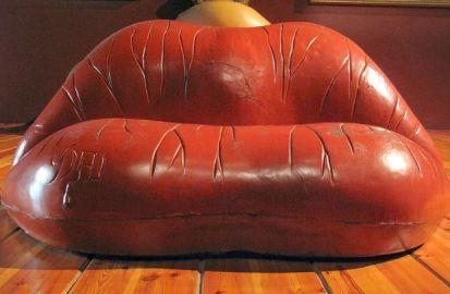 dali-sofa
