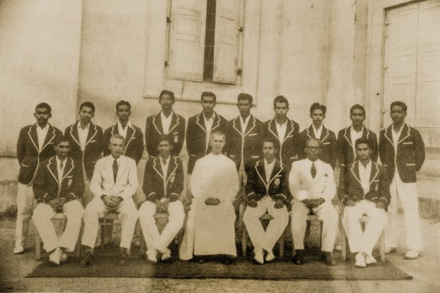 Standing (L to R) – Lionel Fernando, Anslem Loduwyke, Fritzroy Ponniah, Lasantha Fernando, Neville Wickremasinghe, Anton Abeysekera, D. Fox, Elmo Rodrigopulle, Benjamin Silva, Alan Gunasekera. Seated (L to R) – Cecil Waidyaratne, Edward Kelaart (Coach), Lovelyn P. Rayen (Captain), Rev. Bro. Alban (Director), Neville Casie Chetty (Vice Captain), Mr. A. Gnanapragasam (Prefect of Games), Ranjith Jayawardena. 1