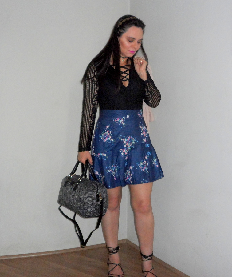 Body Lace Up, Saia Floral Dresslink e Bolsa Baú