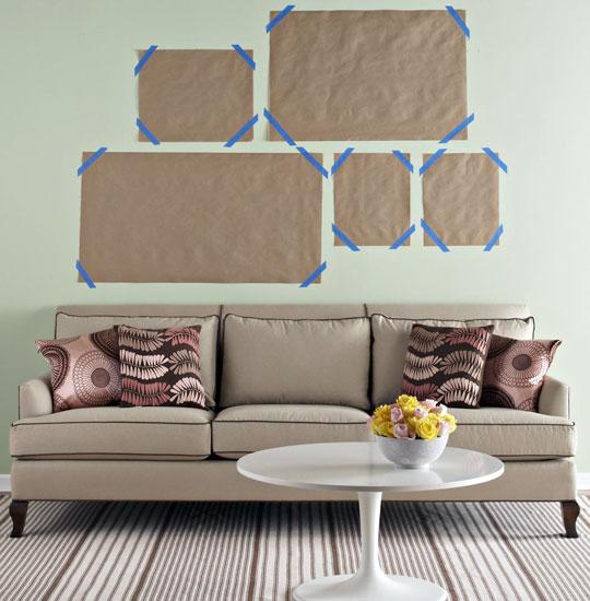 Como compor quadros na parede atrs do sof