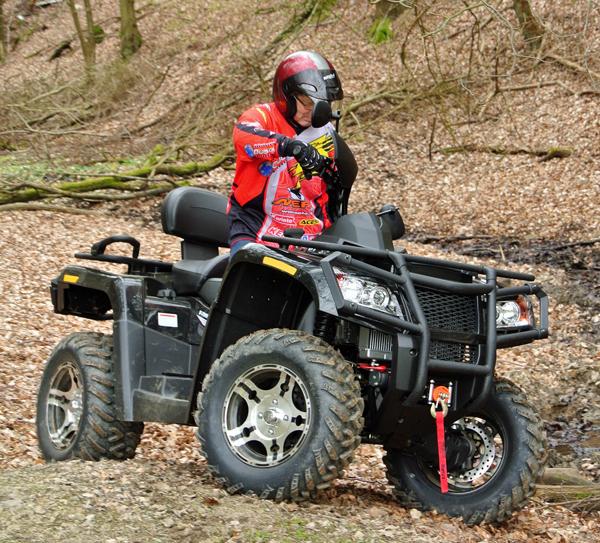 Voll ausgerüstet ins Gelände: Länge und Gewicht fordern jedoch etwas Körpereinsatz.