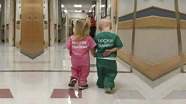 Adorable Photo Of Doctor and nurse photo of kids Goes Viral? Cute or s.ᴇxɪsᴛ?