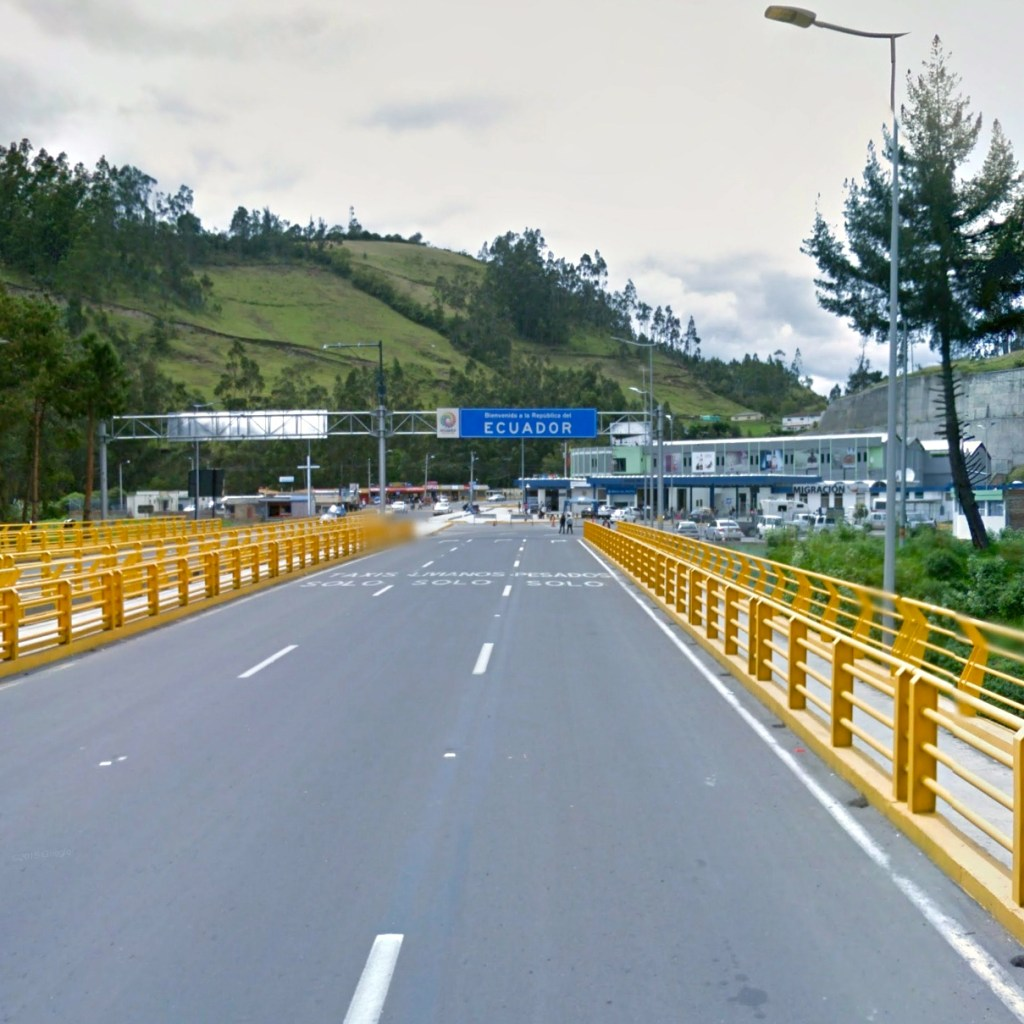 """<img src=""""tulcan.jpg"""" alt=""""a bordercrossing from COlombia to Ecuador near by Tulcan"""">"""