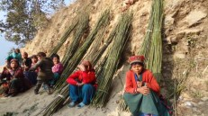 Women in Sankhule IDP camp make Nigalo (bamboo) baskets for a living.