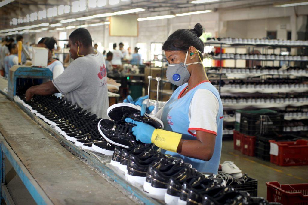 6eff179b88 Além da Minas Bahia, Serrinha abriga a fábrica Nádia Talita, que, por sua  vez, produz tênis esportivos e sapatilhas, ambos sintéticos.