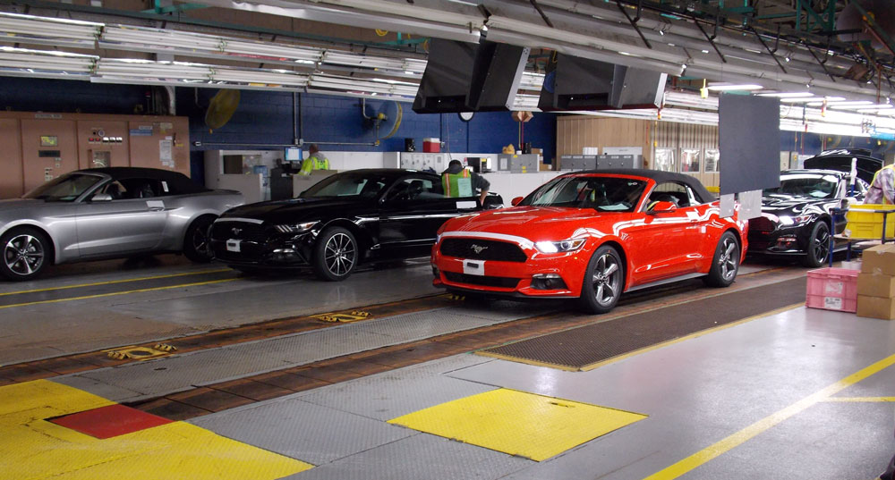 2015 Ford Mustang Convertible Begins Shipping to Dealers