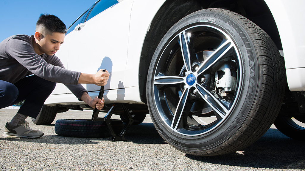 Tips On How To Change A Flat Tire