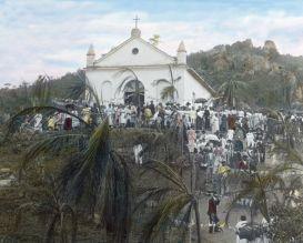 Eine Kapelle im Festschmuck