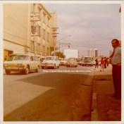 Rua Clélia com escola estadual à esquerda