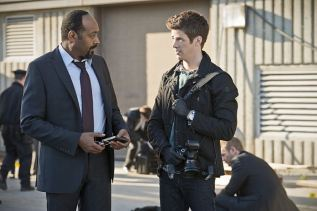 "The Flash -- ""Power Outage"" -- Image FLA107b_0086b -- Pictured (L-R): Jesse L. Martin as Detective Joe West and Grant Gustin as Barry Allen -- Photo: Diyah Pera/The CW -- © 2014 The CW Network, LLC. All rights reserved."