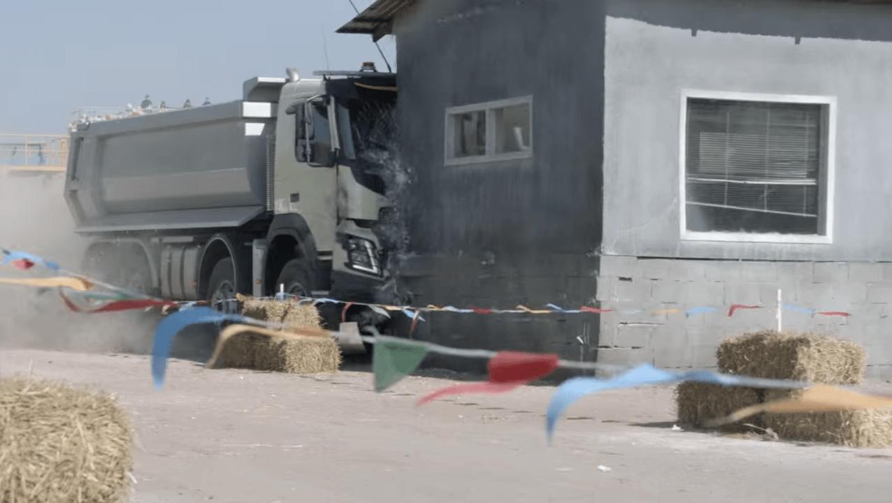 volvo trucks télécomandé par une fillette de 4 ans