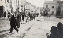 Processó del Diumenge de Rams pel carrer Antic Regne (Plaça de Valldecabres) Any 1947. [Col·lecció Família López Monzó]
