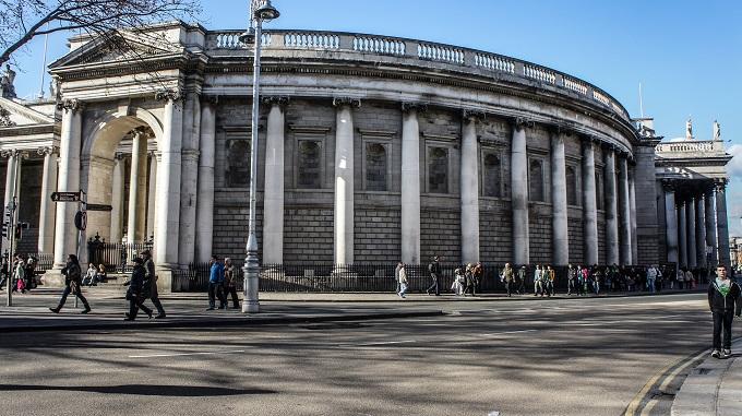 Como encerrar uma conta no Bank of Ireland estando no Brasil