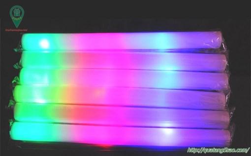 Que đập cổ vũ có đèn LED
