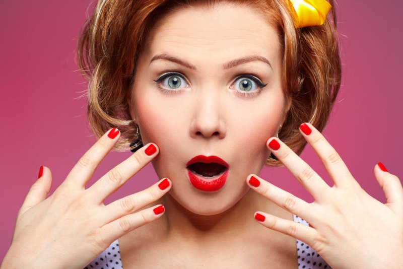 QUE.COM - Shock Face - Business Woman - Marketing - Investment