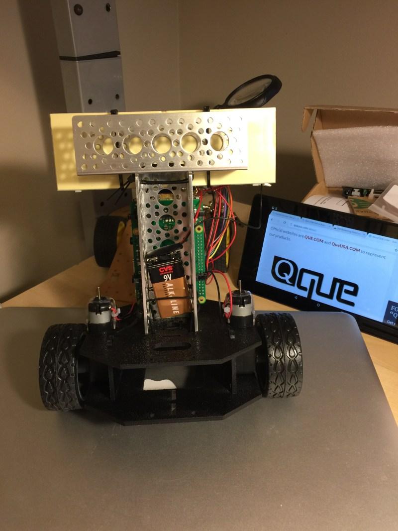 QUE com Self-Balancing Robot using Raspberry Pi 2