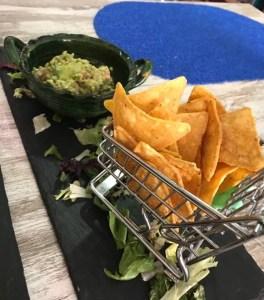 Carrito de nachos y guacamole