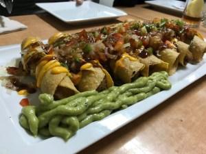 Jalapeños con pico de gallo y guacamole