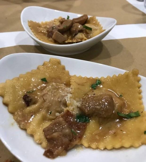 Ravioles de carne salsa de setas