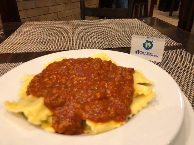 Plato de raviolis Pizzeria Cachitos