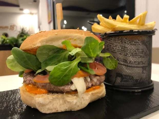 hamburguesa canaria cafetería y heladería forum 18 Las Canteras