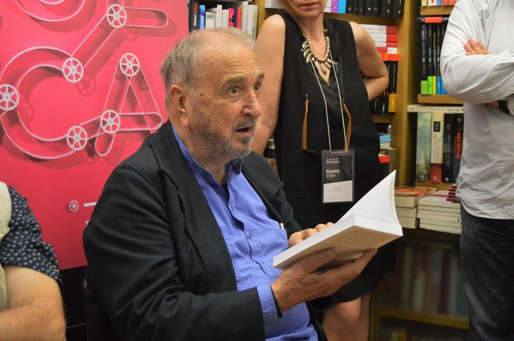 Carrière leyendo el principio de Despierta Buñuel