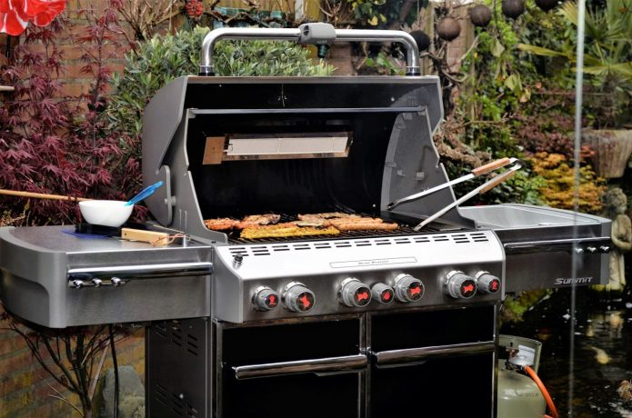 Host an organised and clean BBQ this summer.