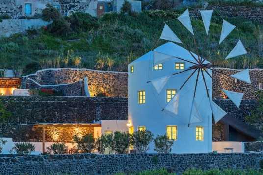 Eine Windmühle mit eigenem Pool in Griechenland