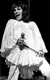 Freddie live at rainbow 1974