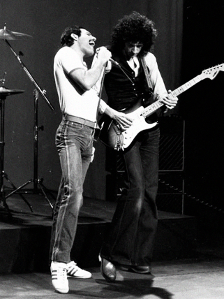 Freddie and Brian - Making of Play The Game