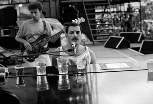 queen-live-at-magic-tour-1986-by-richard-young