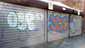 Los graffities hacen ver la ciudad sucia y desorganizada.