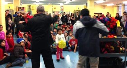 Los niños recibieron ragalos y participaron del espectáculo. Fotos cortesía