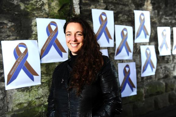 Tania Bruguera se identifica con la lucha de los inmigrantes. Foto Wales News Service.