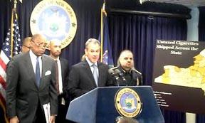 El Fiscal Schneiderman en conferencia de prensa. Foto cortesia