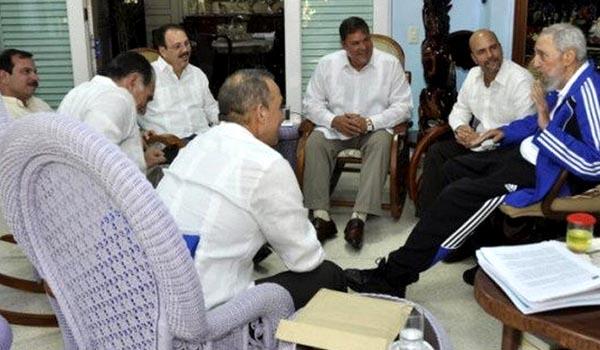 """Fidel Castro recibe en su casa a los 5 """"anti terroristas"""". PL"""