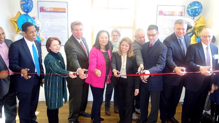 La inauguración de la oficina de BCNA en Jackson Heights, Queens, con la presencia de los miembros de su junta directiva y activistas de la comunidad. Foto Javier Castaño