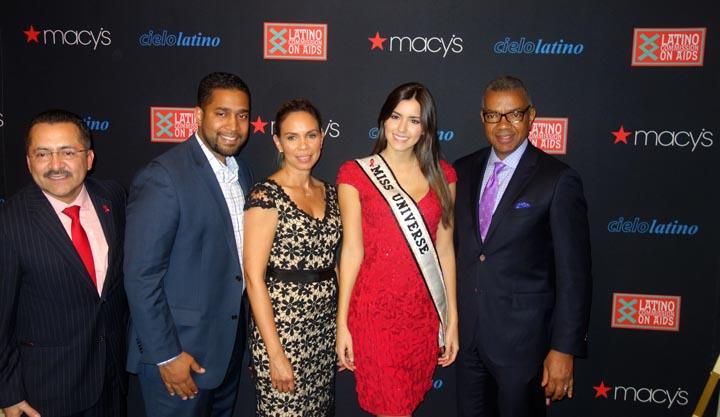 Desde la izquierda, Guillermo Chacón, Eenie Pérez de Delta Air Lines, Daneen García de Macy's, Paulina Vega Miss Universo 2014, y Bill Hawthorne de Macy's.
