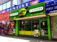 Entrada al restaurante Lima Limón en la Roosevelt y la calle