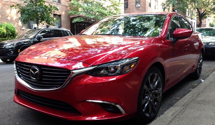 El Mazda 6 impresiona cuando se desplaza por la ciudad y las autopistas.
