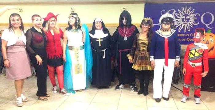 Los disfraces de las personas de avanzada edad fueron novedosos y vistosos.