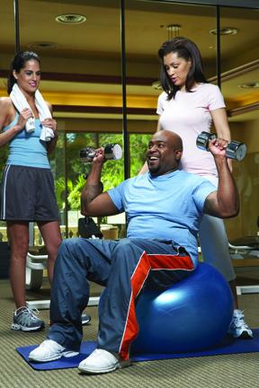 El ejercicio ayuda a perder peso y a mejorar su salud.