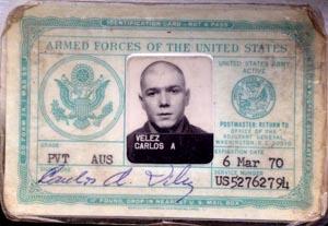 La tarjeta militar de Carlos Vélez en 1970.