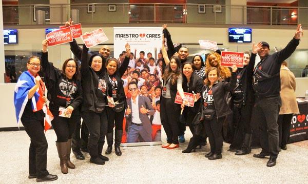 Los fanáticos de Marc Anthony a la entrada del Prudential Center del estado de Nueva Jersey.