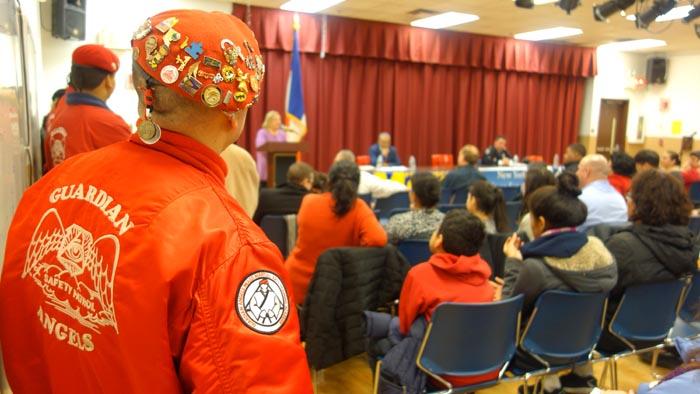 Los Angeles Guardianes estuvieron presentes durante la reunión comunitaria sobre seguridad.