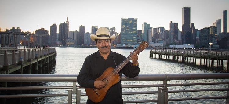 Zenén Zeferino en Queens, Nueva York. Foto Gustavo Rodríguez